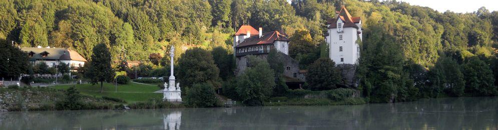 Burg Wernstein mit Mariensäule